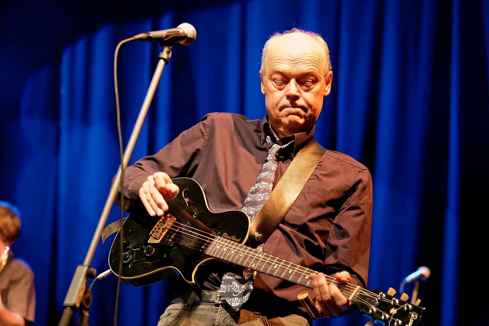 Klaus Hirschfeld - Guitar