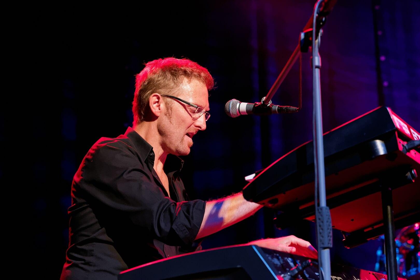 Stefan Schlosser - Keyboards